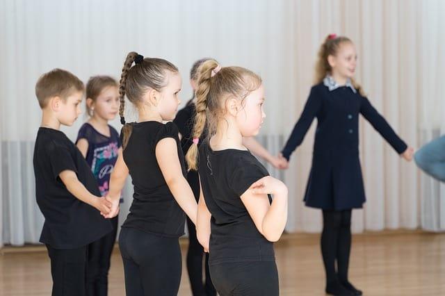 girls in gymnastics class